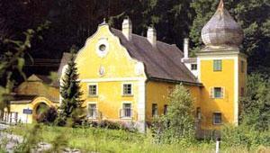 Gebäude in der Partnergemeinde Kreuttal